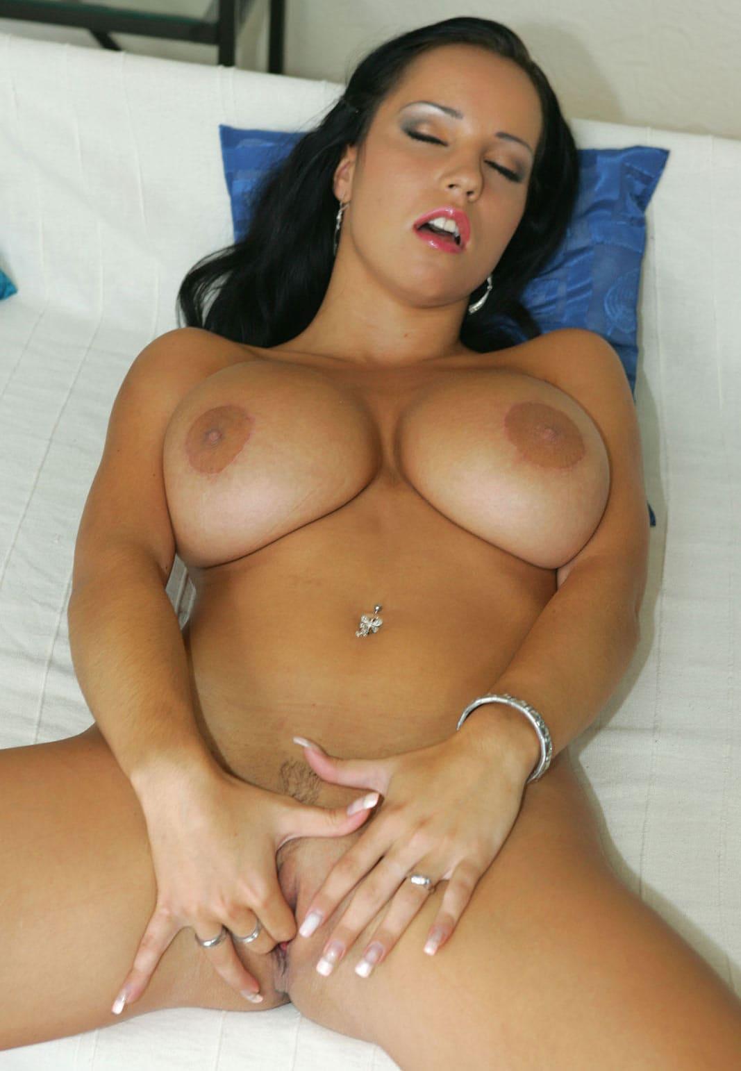 femme facile aux gros seins